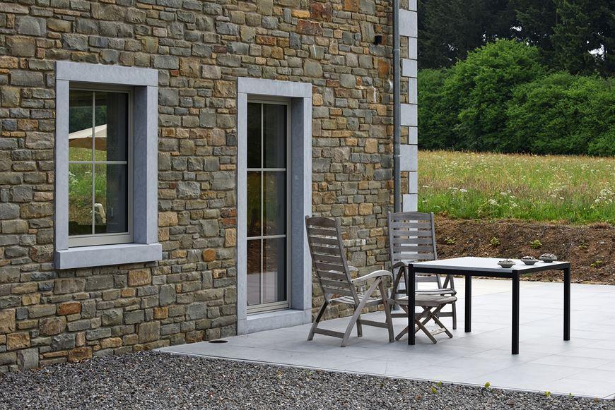 porte fenêtre en aluminium avec croisillons intégrés