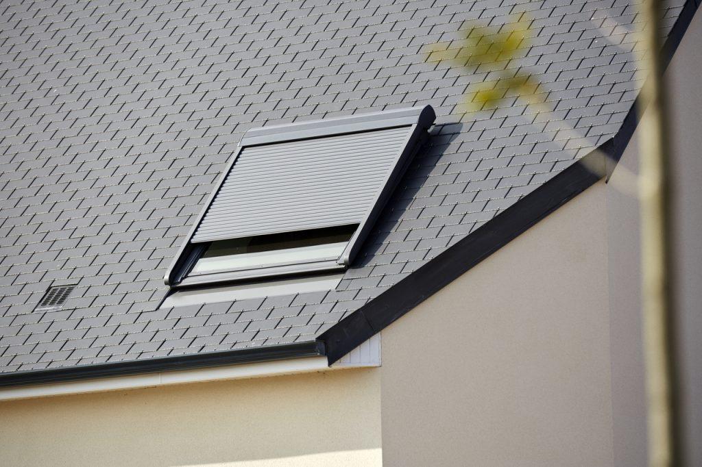 Volets extérieurs motorisés électriques ou solaires pour fenêtres de toit VELUX